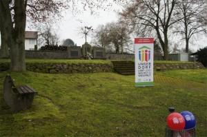 Platz auf dem Friedhof vorher